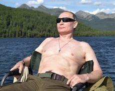 A apărut sexy-calendarul lui Putin - În ce ipostaze apare liderul de la Kremlin