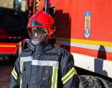 Incendiu PUTERNIC într-un bloc din Câmpulung - 20 de persoane au fost evacuate! Mai multe echipaje intervin în forță