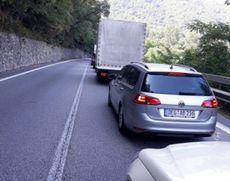 Trafic intens pe valea Oltului - Coloanele de mașini ating doi kilometri la Călimănești