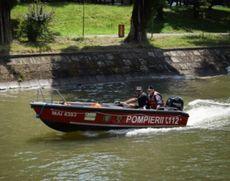 Pescar din Arad salvat de pompieri, după ce a alunecat și a ajuns în nămol până la piept