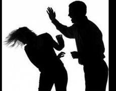 O fată de 13 ani a fost amenințată și lovită de un bărbat